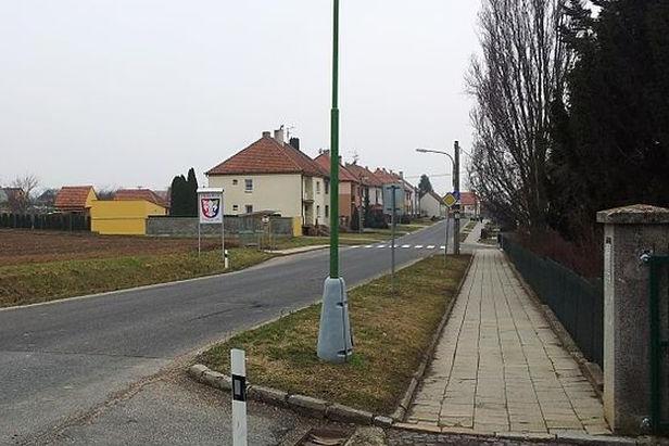 Prakšice: nová křižovatka, hřiště, chodník a možná i úřad