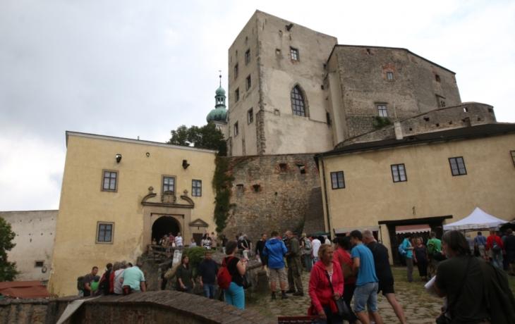 Brány památek se zavřely, přivítaly o dva tisíce turistů méně