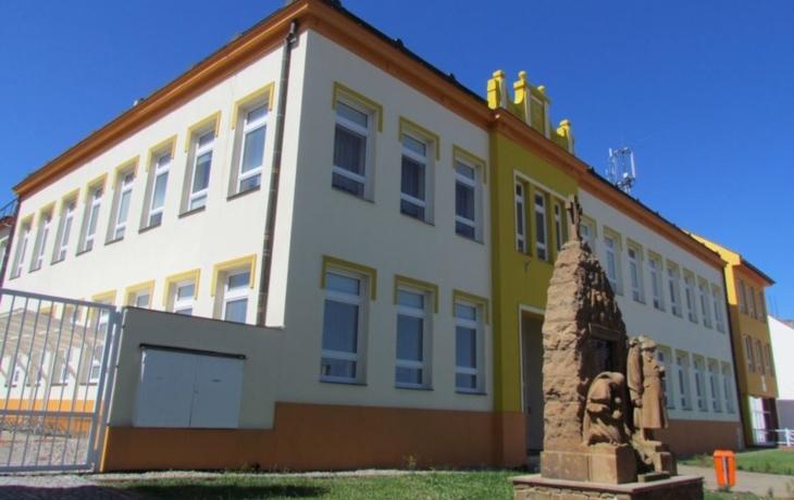 Obec hospodaří s přebytkem, k výročí školy postaví hřiště