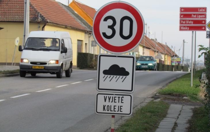 Výjimka v Ostrohu: Město si zvolilo vlastní rychlost dopravy