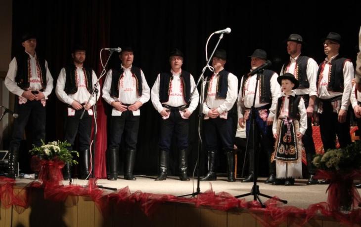 Lidé kolem folkloru nezapomínají