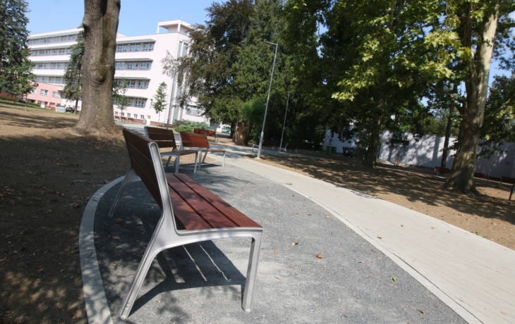 Pacienti mají nový park, včetně broukoviště