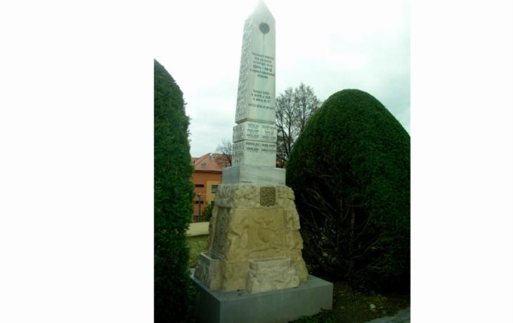 Dnes posvětí opravený památník