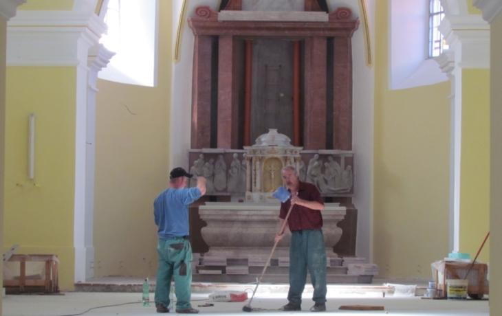 Podlaha kostela bude vyhřívaná