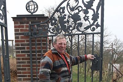 Nová hřbitovní brána je umělecké dílo