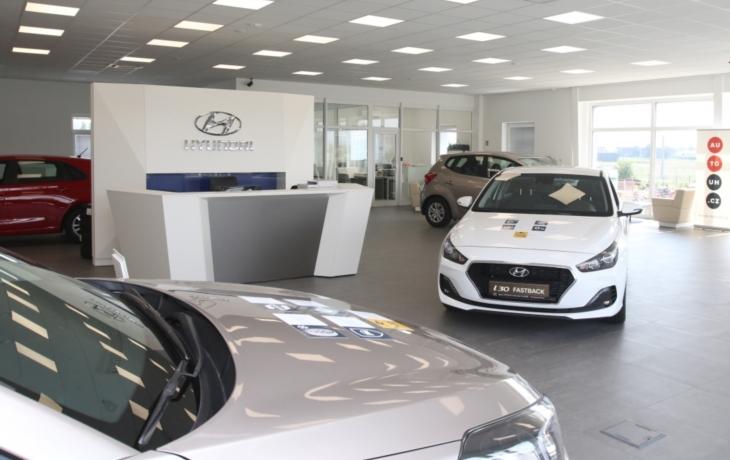 Skupina AUTO UH otevřela nový autosalon Hyundai a Jeep