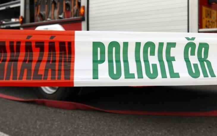 Zásahovka vtrhla do Babic, policie důvod tají