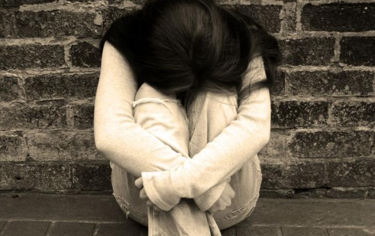 Je těhotná, bez domova, přežívá v centru. Nenarozené dítě zabíjí alkoholem