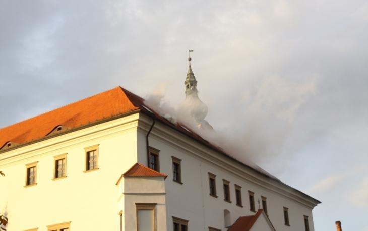 Hořelo, hasiči nerozjeli vůz
