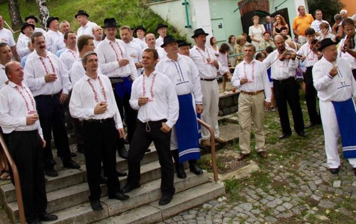 Zpívání na derflanských schodech