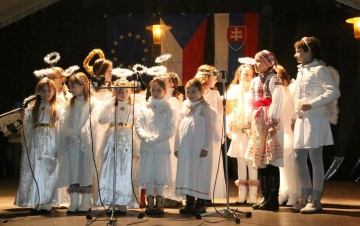 Česko-slovenské rozsvícení vánočního stromu