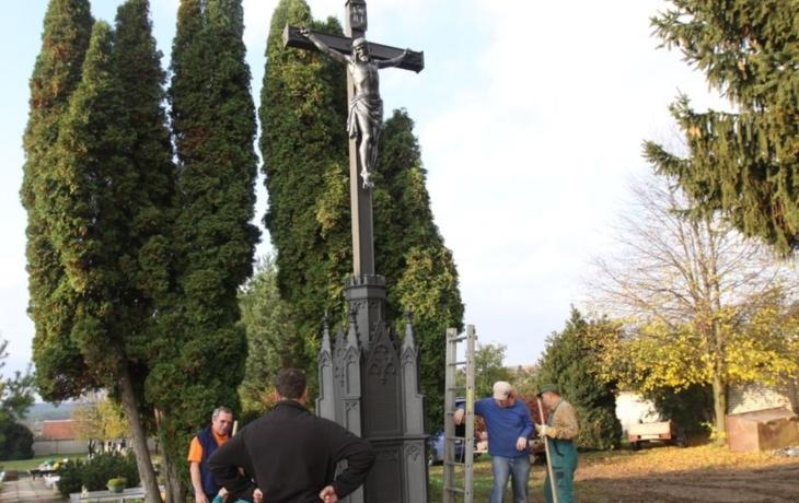 Šestimetrový kříž je zahalen tajemstvím