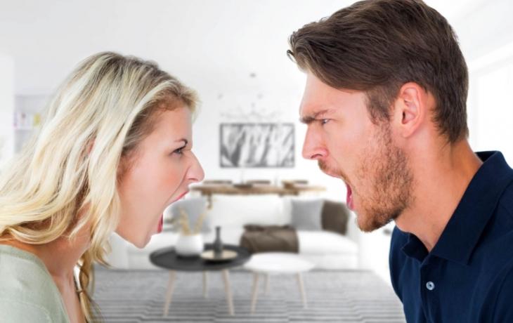 Děti berou na rodiče řemen, muži vyhrožují smrtí manželkám. Svátky nesvátky