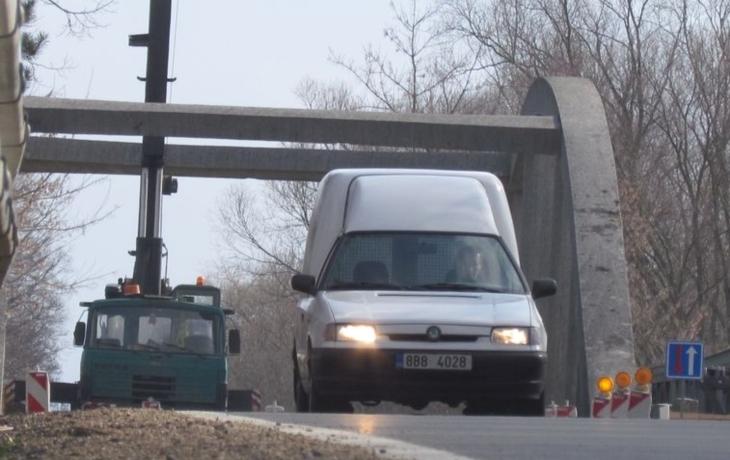 Pozor! Cesta přes most je znovu neprůjezdná