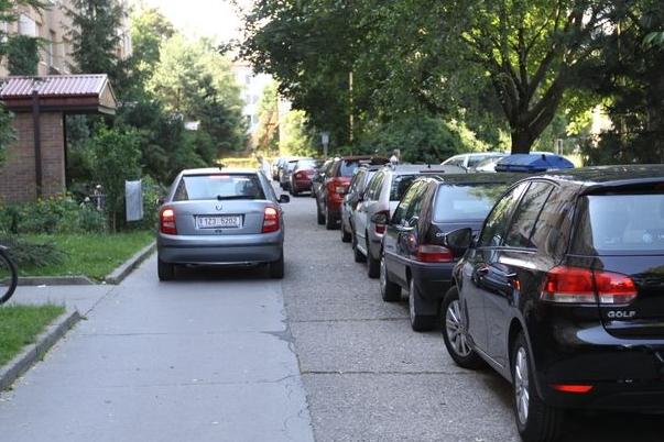 Parkování trápí Štěpnice, ve hře jsou tři parkovací domy