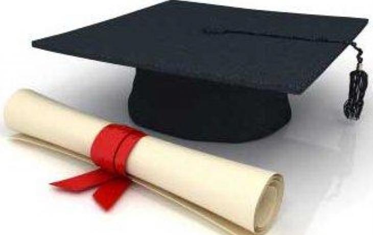 Ředitelce i učitelce chybí vzdělání. Žádný problém
