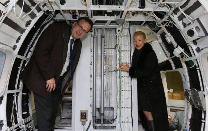 Ministr slíbil pomoc Aircraftu s dobýváním Asie