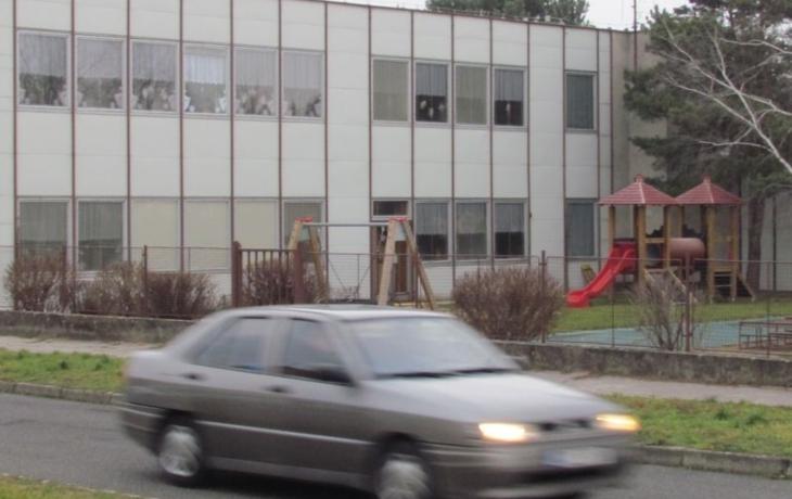 Školka je plná azbestových desek, ale rušit se nebude