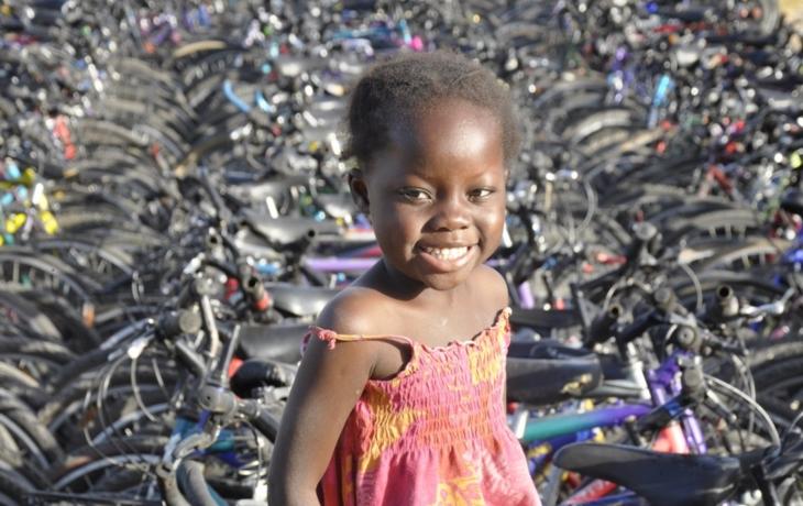 Do Afriky odletí koloběžky i tříkolka