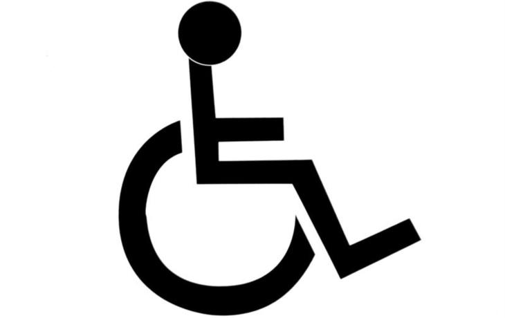 Invalidní vozík a hole nestačí. Výhody jsou pryč!