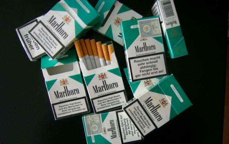 Z benzinky zmizely cigarety za 12 tisíc. Zloděj se k pultu vsoukal oknem