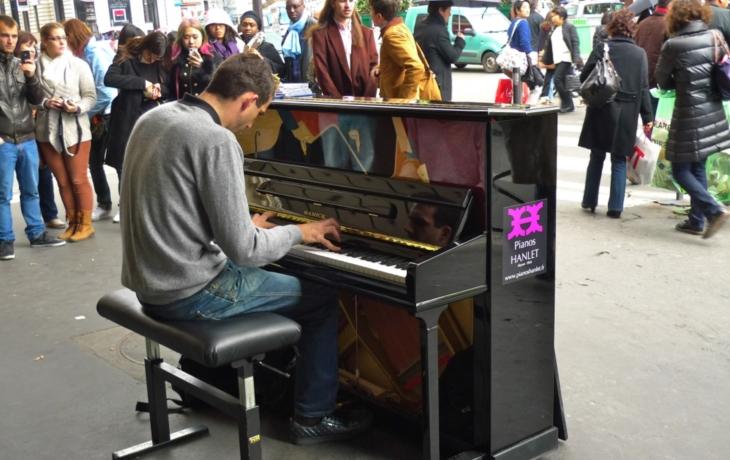 V Havlíčkově ulici si můžete zahrát na piano