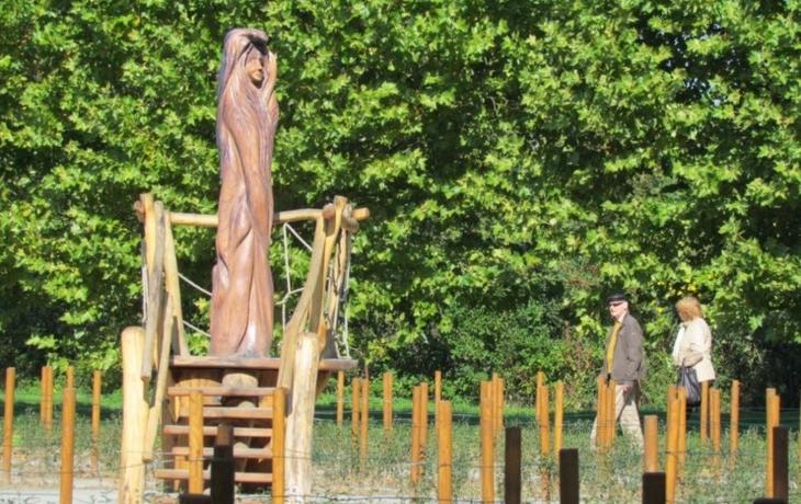 V parku roste labyrint, vysázelo se 3500 sazenic ptačího zobu