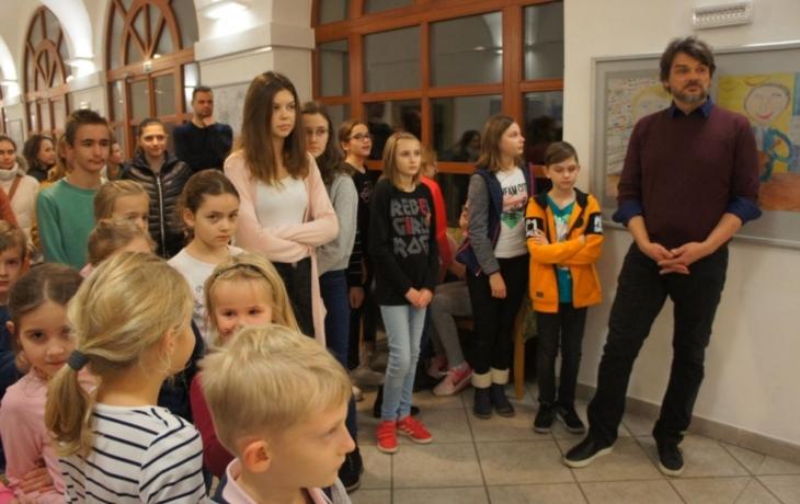 ZUŠka otevřela novou výstavu věnovanou 80. výročí založení školy