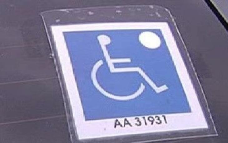 Falešní parkující invalidé útočí