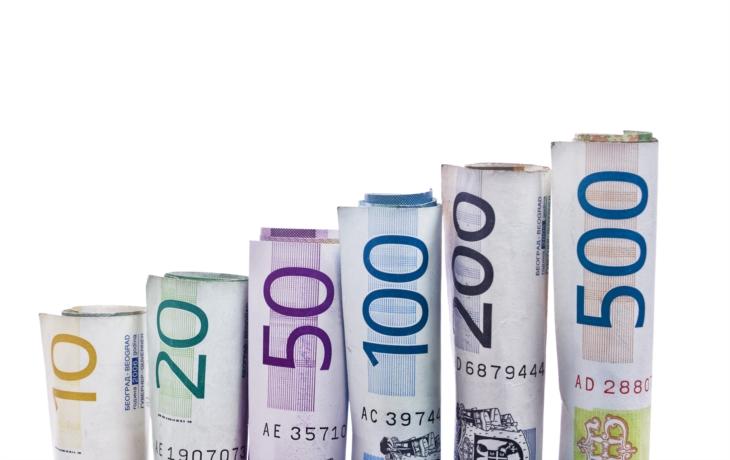 Město sníží úřednické platy