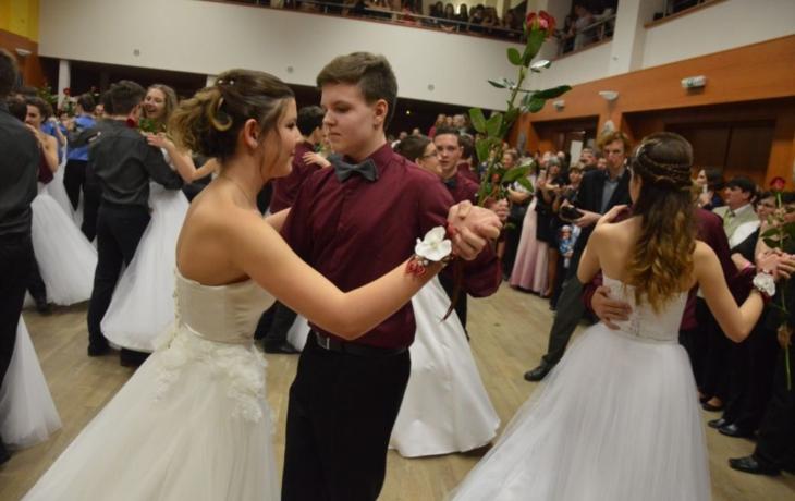 Konec rivality, žáci tancovali společně