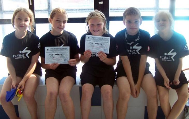 Brodští plavci sbírali krajské tituly