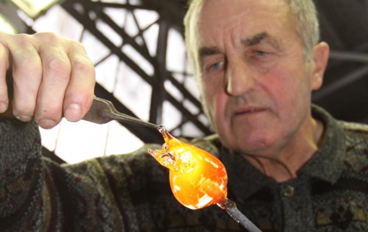 Skláři z Květné  přerušili výrobu, zatím na dva měsíce. Není kam vyvážet