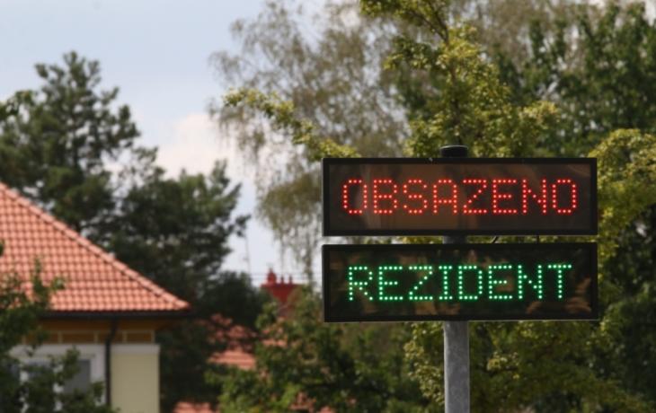 Řidiči zneužívají výhodný tarif, radnice zúží korunovou zónu