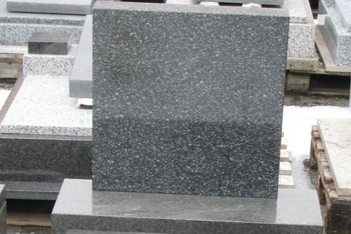 Kapacita urnových hrobů se naplnila. Uličku čeká prodloužení