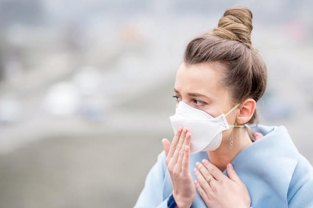 Od zítřka se může na veřejně přístupná místa jen s ochranou dýchacích cest