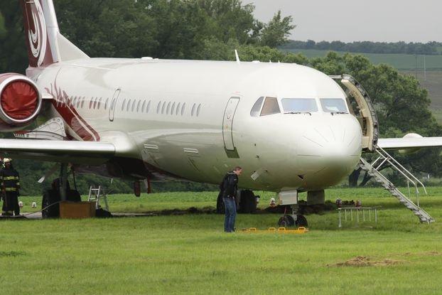 Pilot nezvládl otočku a uvízl v blátě