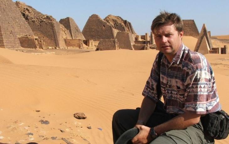 Z archeologa manažerem a politikem? Proč ne