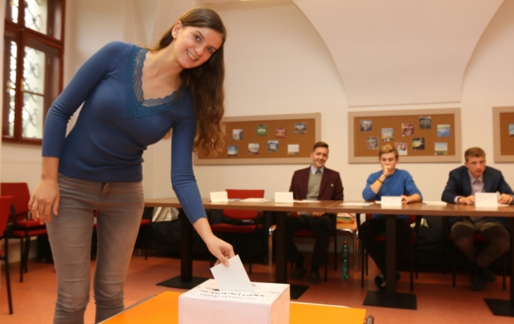 Studenti by Starosty, komunisty ani ČSSD do Sněmovny nepustili!