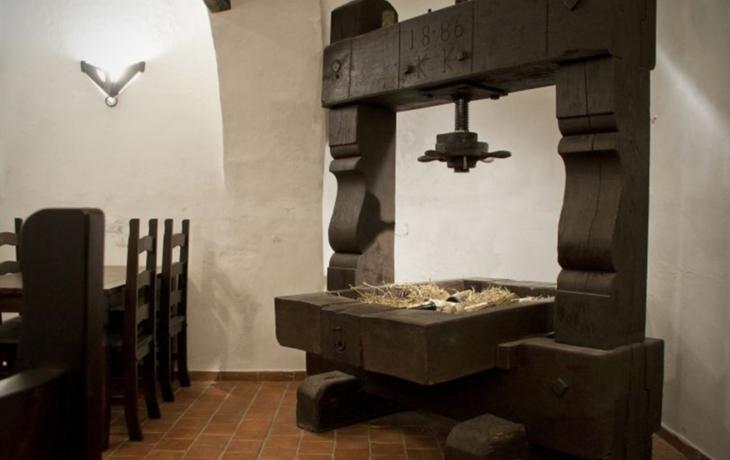 Náves v Boršicích ozdobí historický vinařský lis