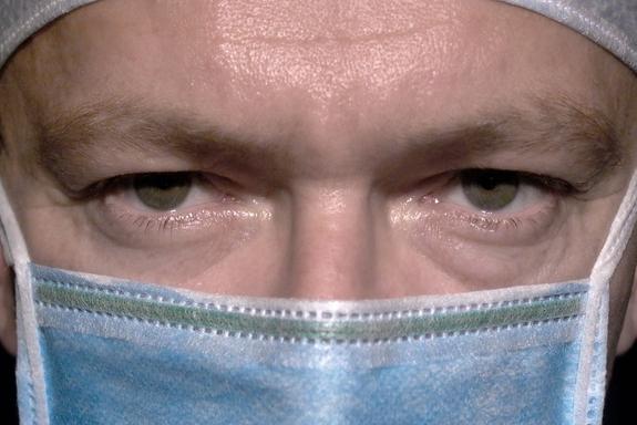 Lékařů i sester je málo, navíc jsou špatně placení