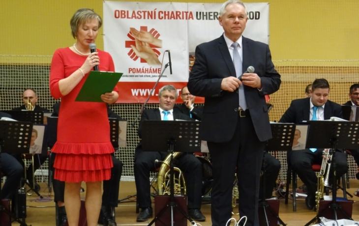 Charitní ples nabídl několik hudebních žánrů