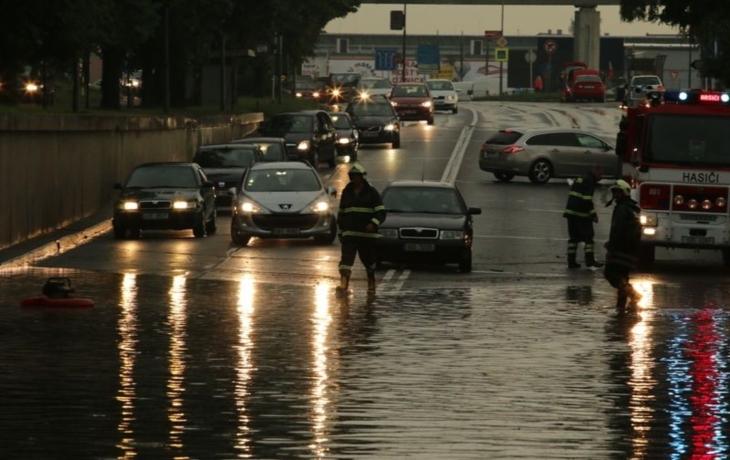 Bouře ochromila i filmovku, evakuaci nabídly školy