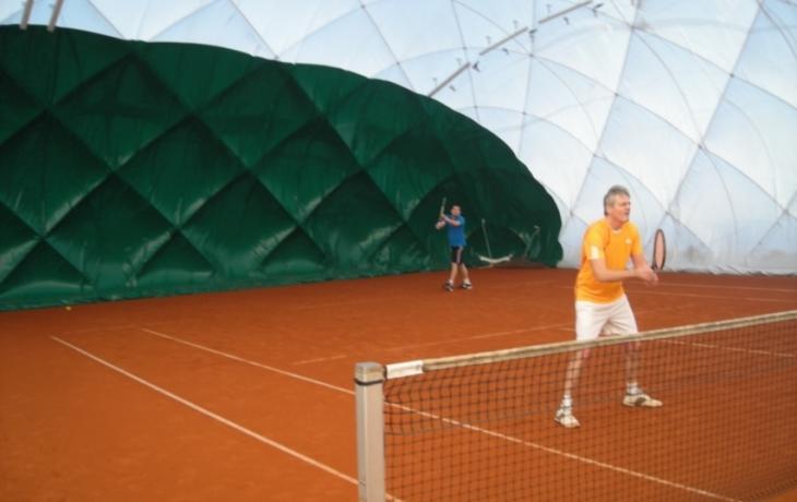 Strání má tenisovou halu