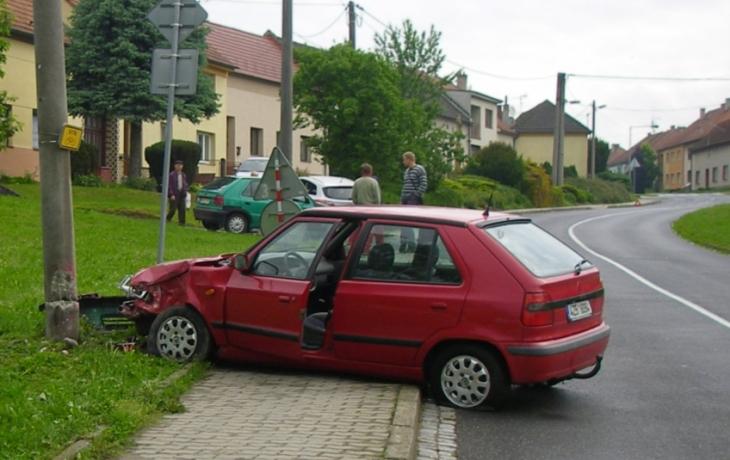 Rychlá auta drží ve stopě mikrokoberec. Ještě chybí zábradlí