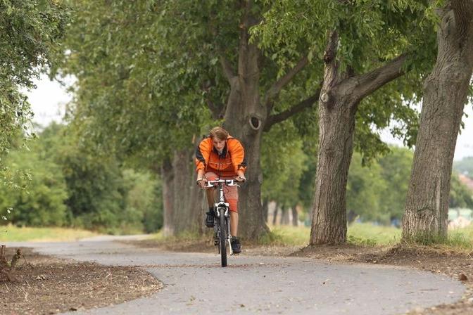 Nezdenické Díly sužuje voda, bláto hrne na cyklostezku