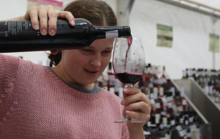 Konec koštů na Slovácku? Ministerstvo plánuje omezit propagaci vína i slivovice