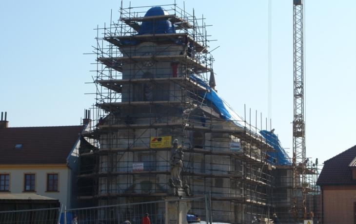 Nové náměstí, kostel i kašna