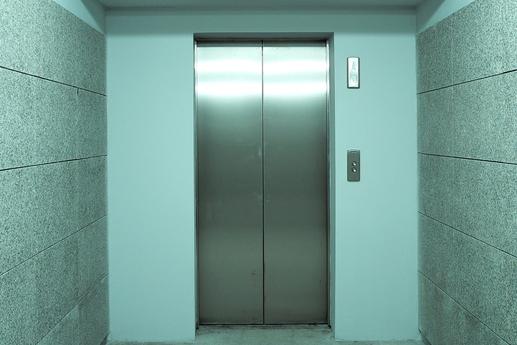 Radnice vymění závadný výtah, opozice o investici nic neví