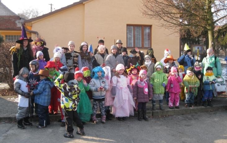 Udržení tradice na bedrech dětí
